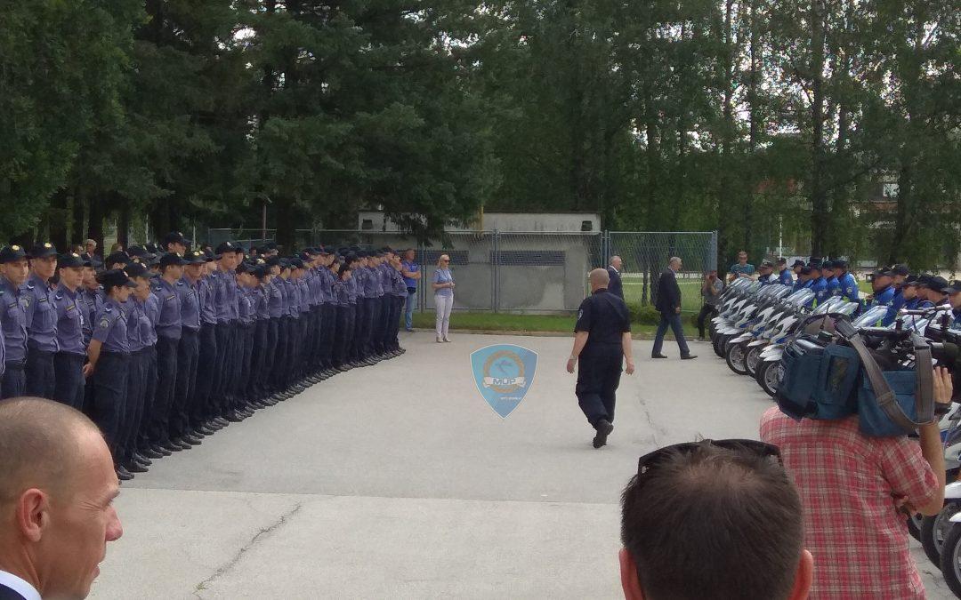 Primopredaja novih vozila i motocikala policijskim službenicima